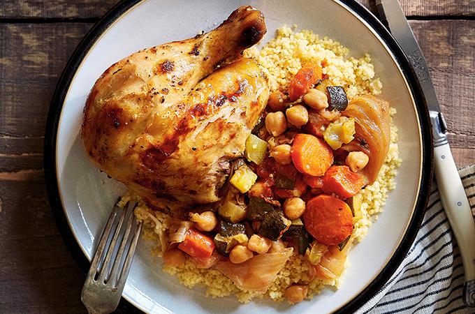 Couscous au poulet aux herbes salées et légumes à la rôtissoire