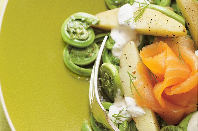 Salade de saumon fumé et de têtes de violon