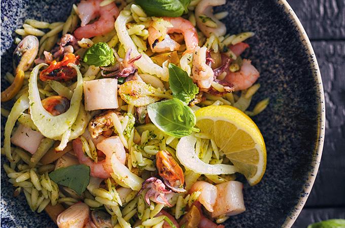 Salade d'orzo aux fruits de mer grillés