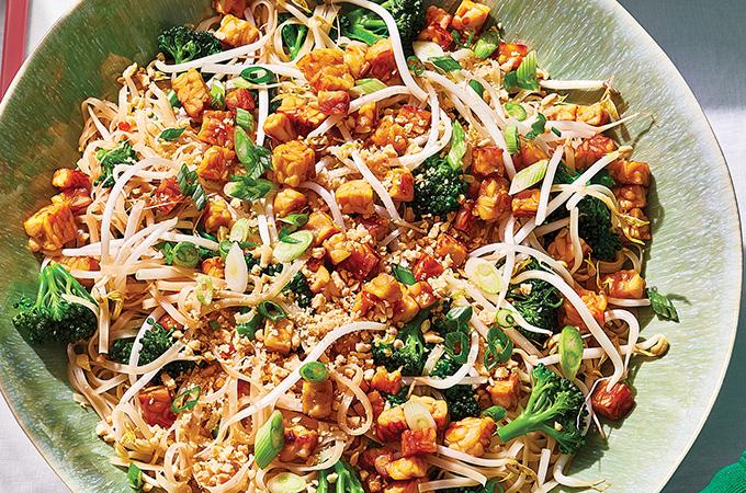 Pad thaï au tempeh croustillant et au brocoli